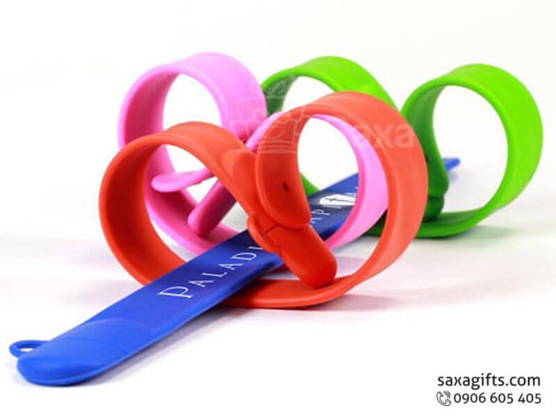Usb vỏ cao su làm theo mẫu vòng đeo tay lõi kim loại