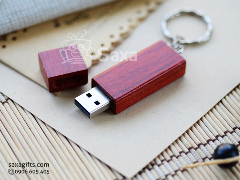 USB vỏ gỗ in logo móc khóa nắp rời gỗ màu đỏ đô