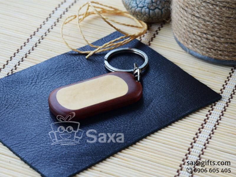 Móc khóa gỗ in logo gỗ màu nâu, vàng có bo tròn góc cạnh