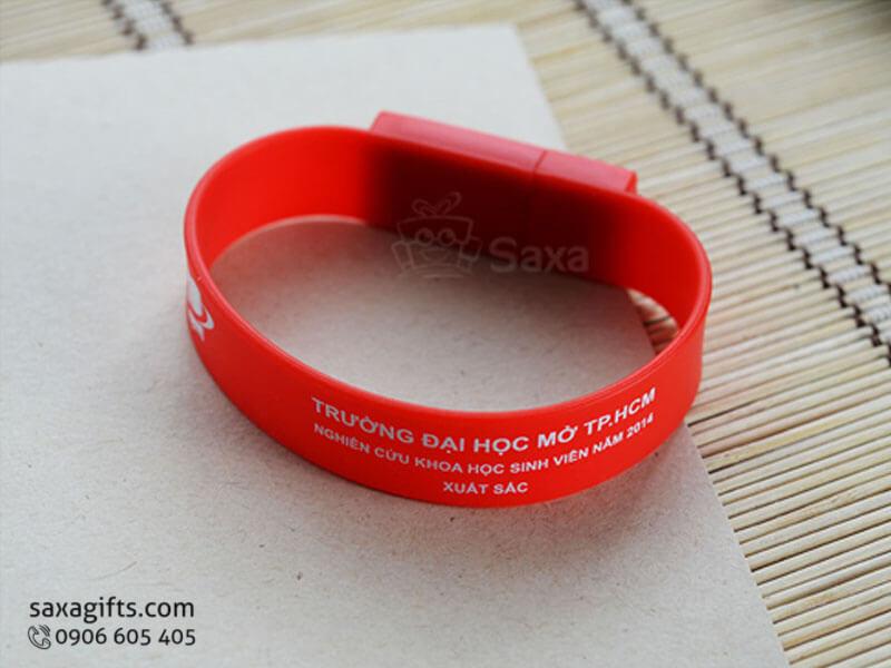 USB vỏ cao su làm theo mẫu kiểu dáng vòng đeo tay