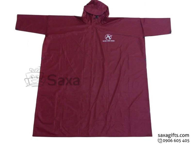Áo mưa cánh dơi in logo vải dù màu đỏ đô