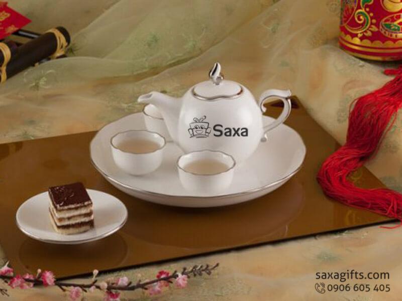 Bộ ấm trà in logo gốm sứ Minh Long có viền bạc sang trọng