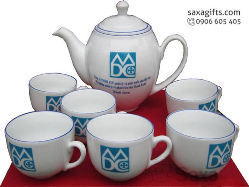 Bộ ấm trà in logo gốm sứ Minh Long hình oval viền xanh