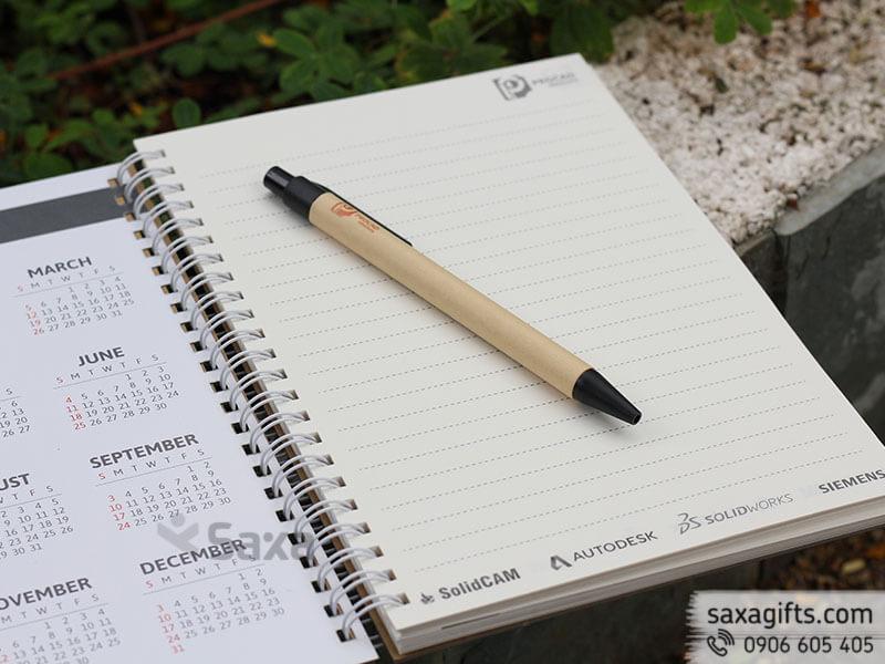 Bộ giftset văn phòng in logo gồm sổ tay và bút bi giấy