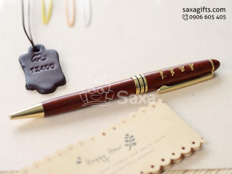 Bút ký bằng gỗ maple nắp xoay màu đỏ – BG008