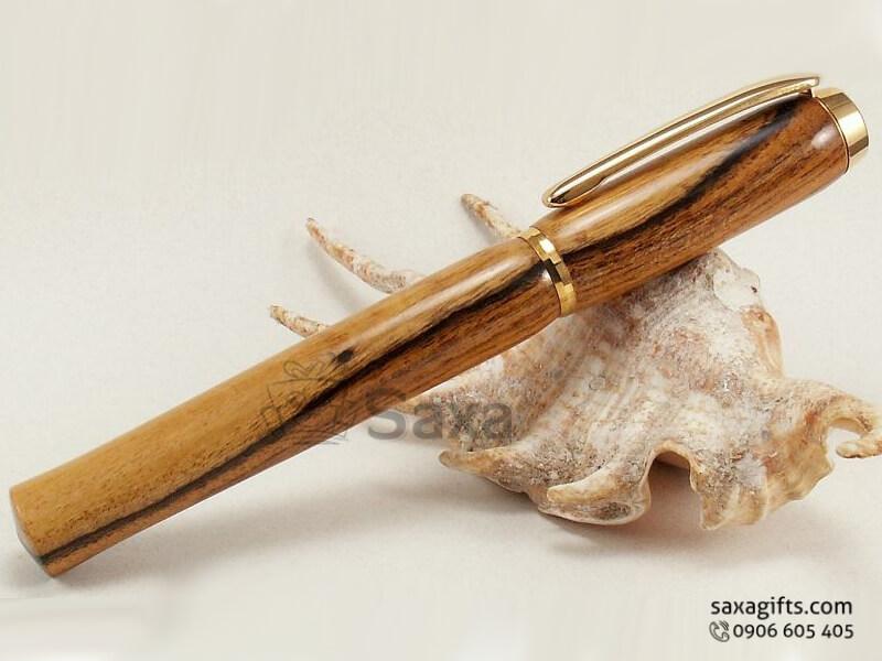 Bút ký gỗ in logo nắp rời giắc bút xi vàng sang trọng