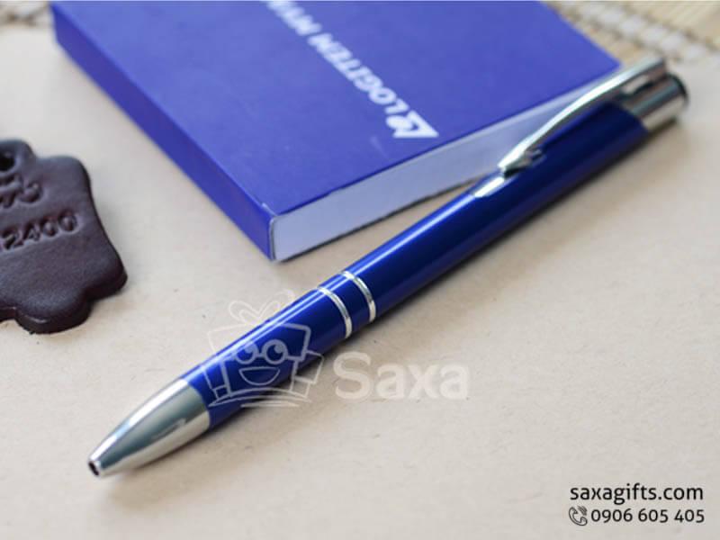 Bút ký kim loại in logo màu xanh đầu bấm