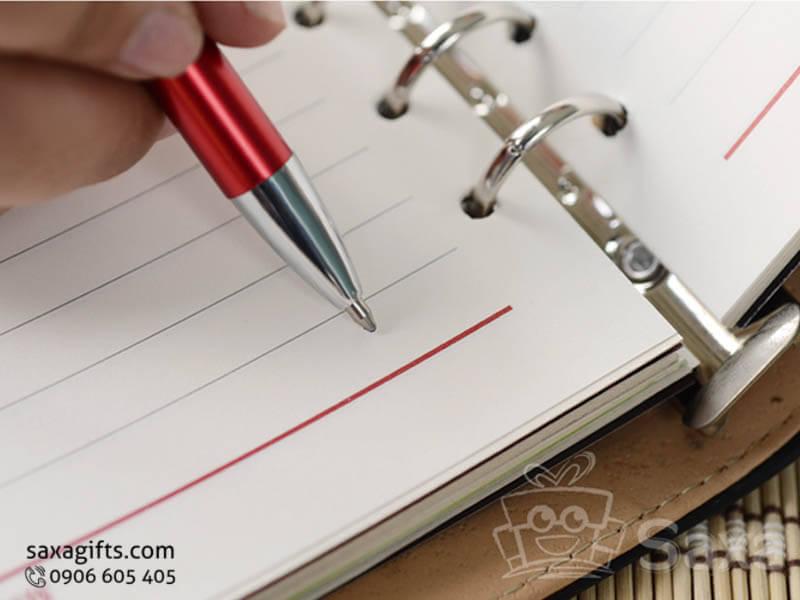 Bút ký kim loại in logo đầu bấm màu đỏ sang trọng