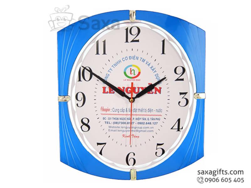 Đồng hồ treo tường mặt oval viền xanh phối bạc của Lê Nguyễn