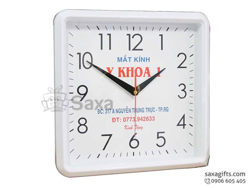 Đồng hồ treo tường hình vuông màu trắng của Y Khoa 1
