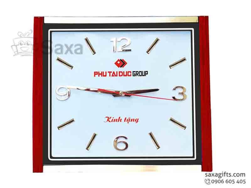 Đồng hồ treo tường in logo hình vuông giả gỗ của Phú Tài Đức Group