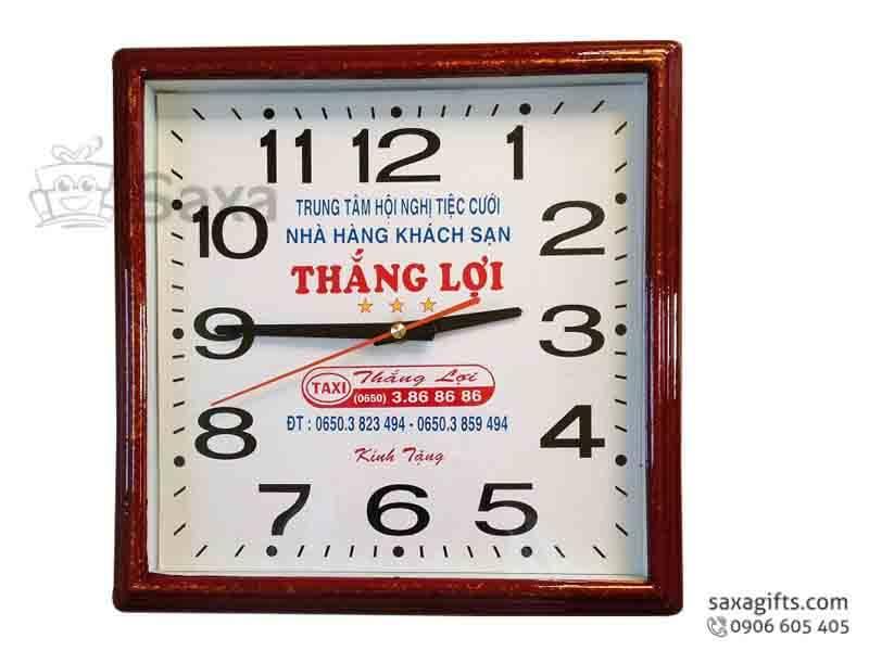 Đồng hồ treo tường in logo hình vuông giả gỗ của Taxi Thắng Lợi