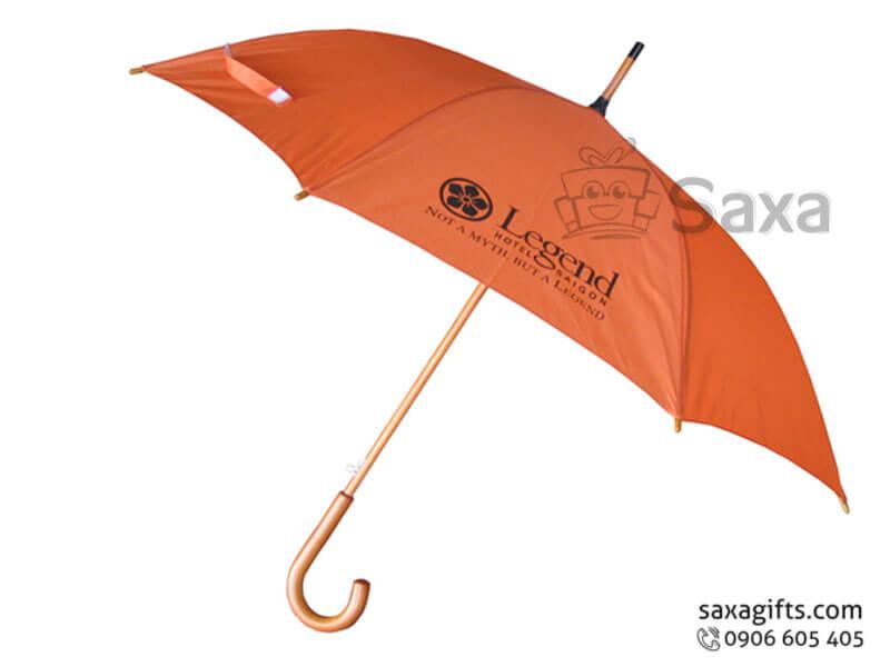 Dù cầm tay in logo cán cong bằng gỗ màu cam sang trọng
