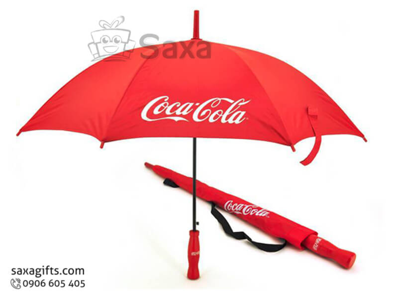 Dù cầm tay in logo cán thẳng tay cầm hình chai Cocacola độc đáo