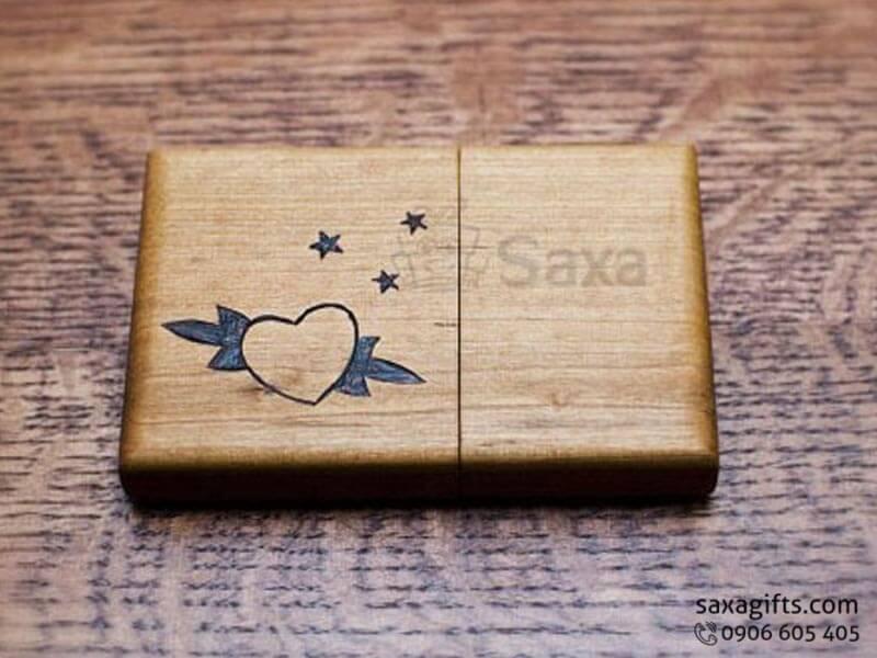 Hộp namecard gỗ in logo nắp rời bo góc có họa tiết hoa văn