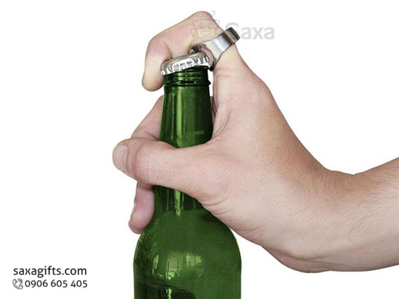 Khui bia kim loại kiểu dáng nhẫn đeo tay