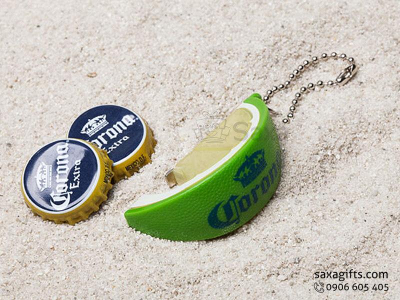 Khui bia in logo móc khóa hình miếng chanh