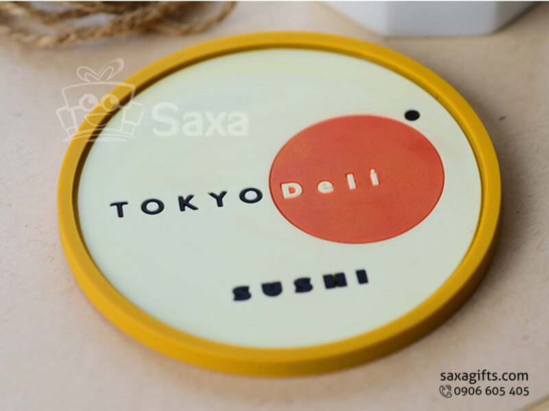 Lót ly cao su đổ khuôn in logo Tokyo Deli