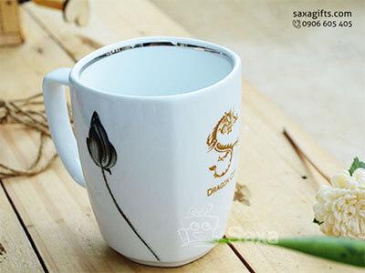 Ly sứ trắng in logo hiệu Minh Long cao cấp logo được vẽ tay