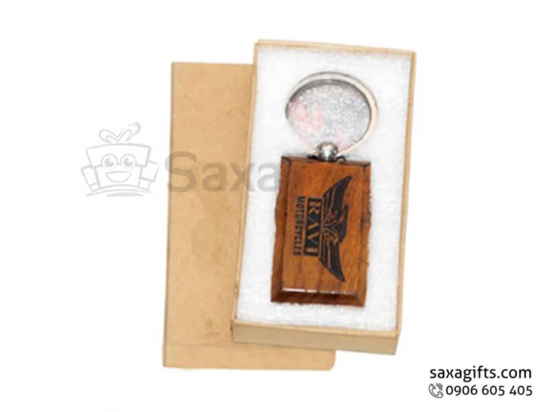 Móc khóa gỗ in logo đặt trong hộp mỹ thuật sang trọng