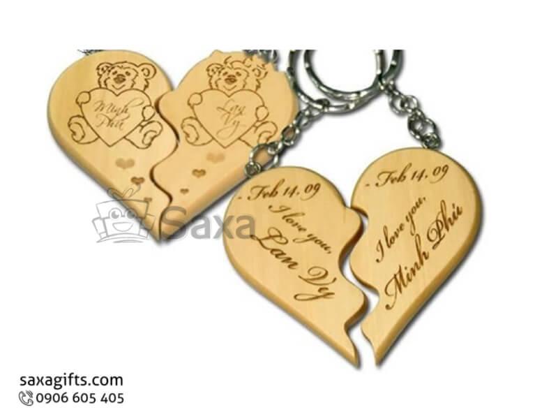 Móc khóa gỗ in logo hai nửa trái tim ghép lại