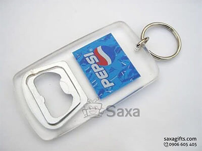 Móc khóa mica in logo kết hợp khui bia
