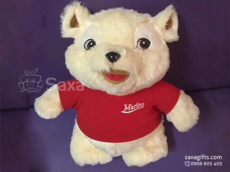 Gấu nhồi bông in logo Merino đứng mặc áo đỏ