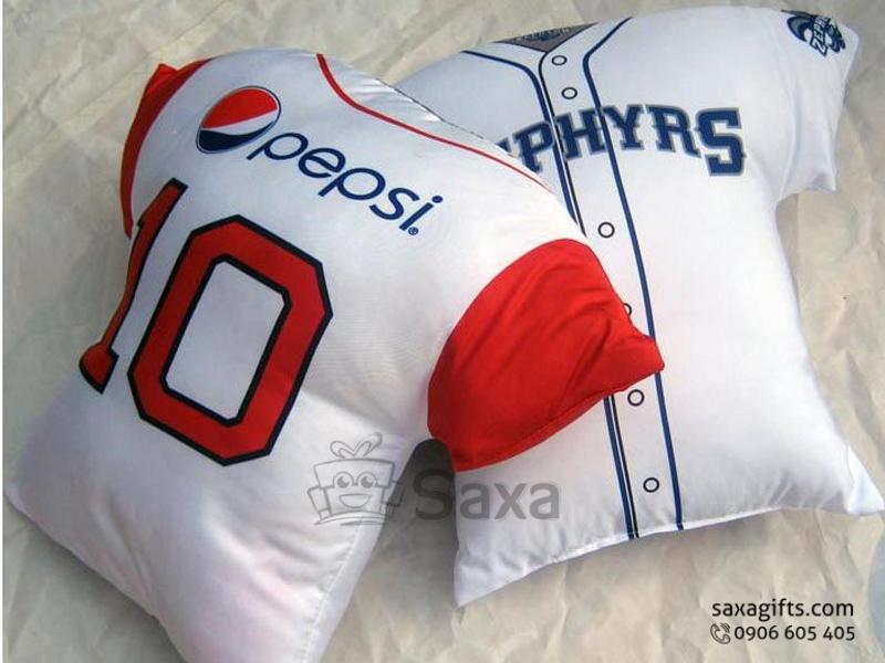 Gối tựa lưng hình chiếc áo cầu thủ thêu logo Pepsi