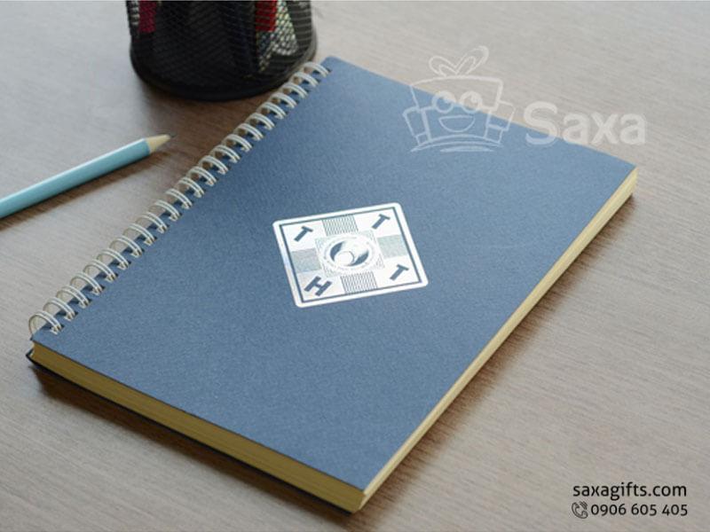Sổ note lò xo in logo khổ A5 bìa giấy cứng màu xanh đen