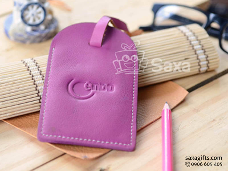 Thẻ đeo vali hành lý in logo chất liệu simili màu hồng tím cá tính
