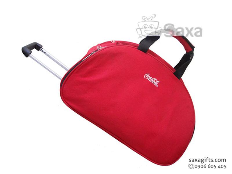 Túi du lịch in logo Cocacola có bánh xe và tay kéo