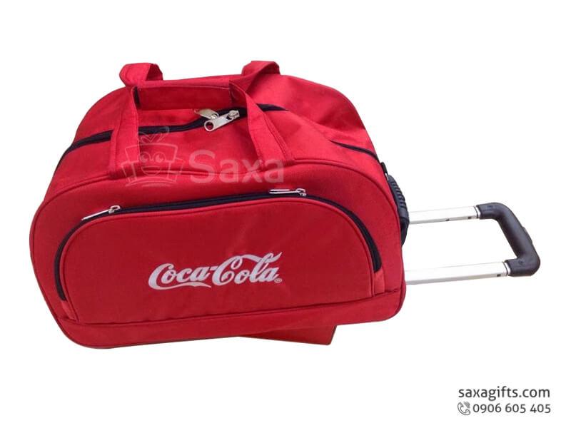 Túi du lịch in logo nhiều ngăn có bánh xe tay kéo của Cocacola