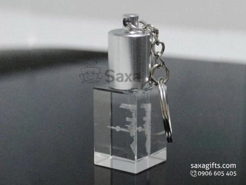 USB độc đáo in logo pha lê khắc laser 3D có móc khóa