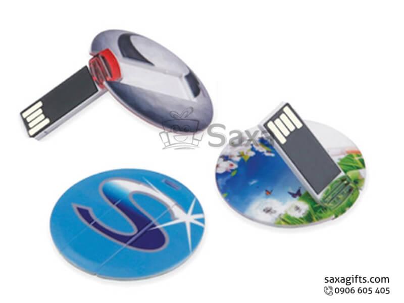 Usb huy hiệu nhựa in logo hình tròn có ghim cài túi xách