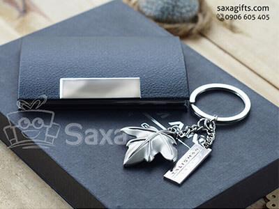Bộ giftset văn phòng in logo gồm hộp namecard da và móc khóa kim loại