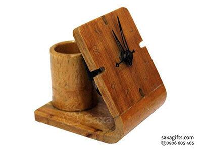 Quà để bàn gỗ in logo thiết kế độc đáo gồm đồng hồ và lọ cắm bút
