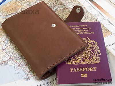 Ví passport da thật kiểu gấp đôi, có giắc cài nút bấm