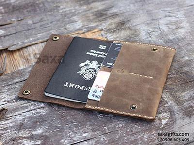 Ví passport da thật kiểu ví cầm tay có nắp đậy và nút bấm