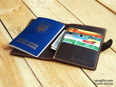 Ví passport da thật in logo Black Brier, kiểu gấp đôi có nút bấm