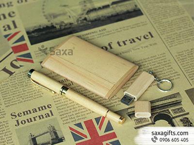 Bộ quà tặng gỗ gồm: hộp đựng namecard + Bút ký nắp rời + Usb gỗ