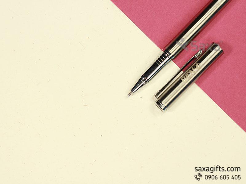Bút ký kim loại nắp rời màu bạc khắc logo BIDV