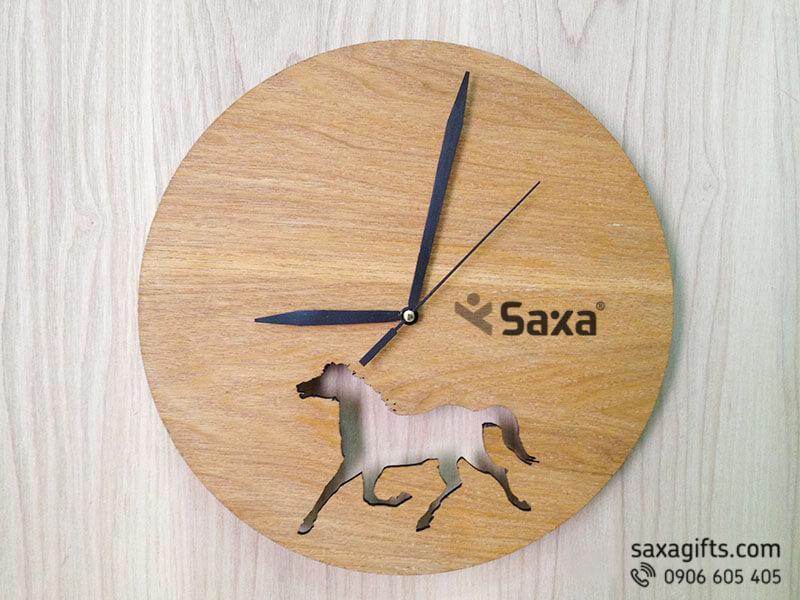 Đồng hồ gỗ quà tặng – Kiểu dáng tròn cut-out hình con ngựa