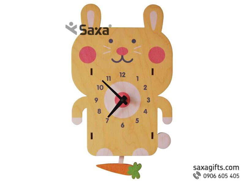Đồng hồ gỗ quà tặng – Hình chú thỏ và củ cà rốt xinh xắn