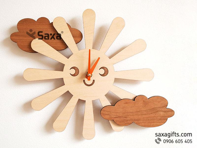 Đồng hồ gỗ quà tặng – Hình ông mặt trời và đám mây