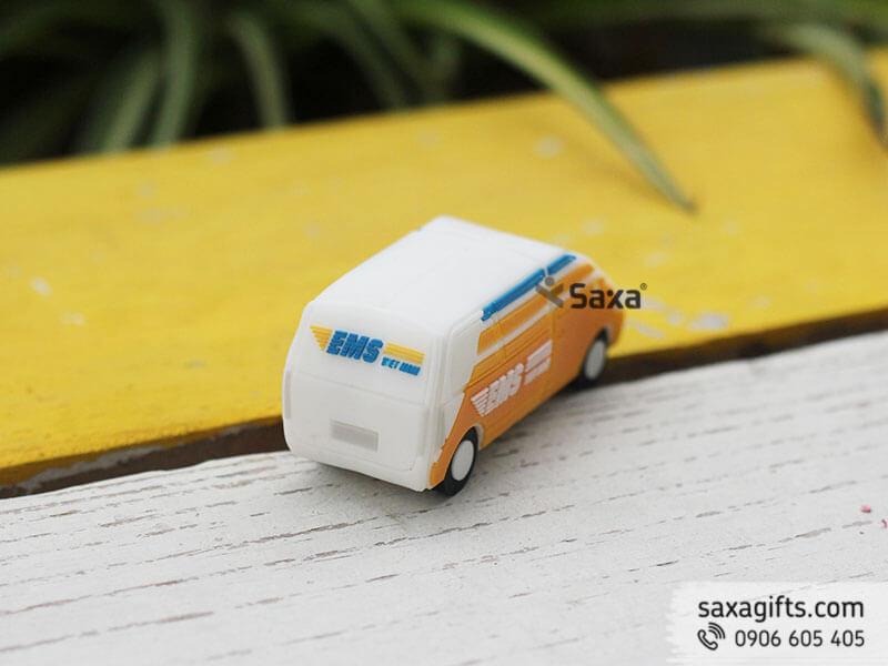 Usb cao su đổ khuôn 3d hình chiếc xe chuyển phát nhanh EMS