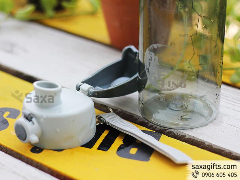 Bình nước thể thao 550ml, vỏ nhựa trong nắp bật phối màu