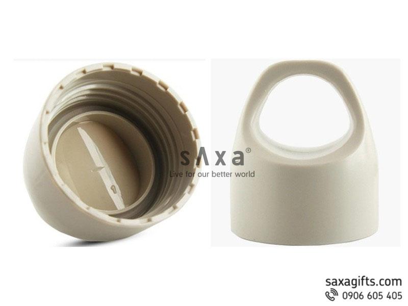 Bình nước thể thao bằng nhựa với nắp dạng vòng vừa là tay cầm