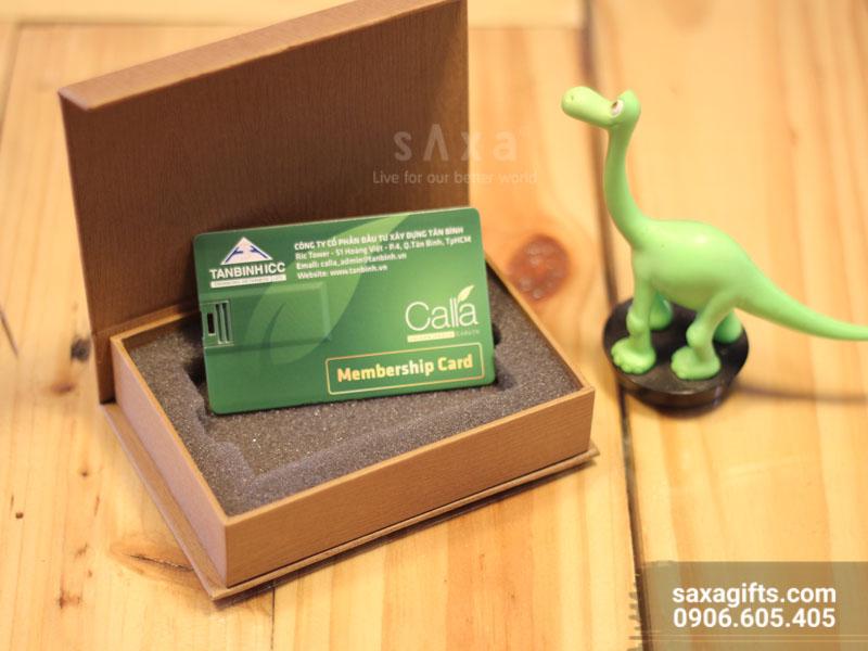 Usb thẻ namecard tích hợp thẻ thành viên được thiết kế cùng kích thước nhỏ gọn như chiếc thẻ atm có thể bỏ gọn trong chiếc ví. Có diện tích rộng để in ấn thông tin quảng cáo.