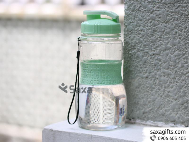 Bình nước nhựa nắp bật thân phối su màu – Mẫu 3 – Hàng Việt Nam