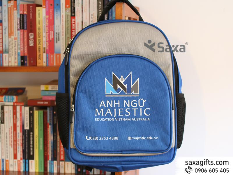 Balo Cho Học Sinh Tiểu Học Majestic in logo theo yêu cầu cực tiện ích, được dùng làm quà tặng các bạn học sinh.